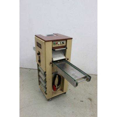 Kalmeijer-Gebaeck-Formmaschine